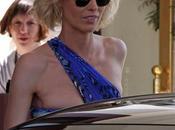 ESCLUSIVA: Herzigova posa presso Martinez Hotel durante Film Festival Cannes 2010