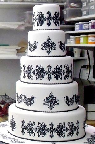 http://dlsweddingplanner.files.wordpress.com/2009/07/cakeboss2.jpg
