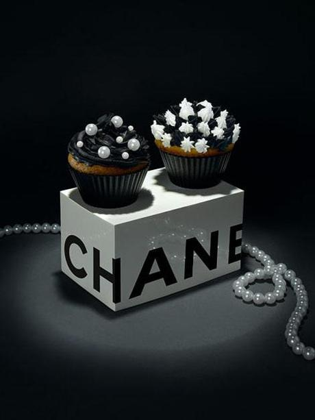 chanel-black-white-cupcakes