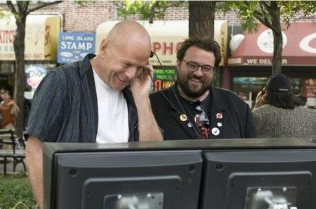 bruce-willis-e-il-regista-kevin-smith-sul-set-di-cop-out-147874