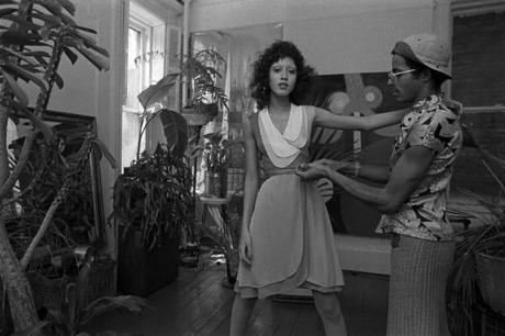 Stephen Burrows fitting a model Pat Cleveland