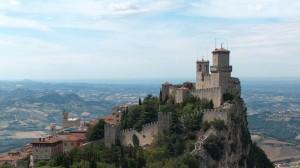 A San Marino si tiene oggi un referendum per chiedere l'entrata ufficiale nell'Ue. Molte motivazioni per il no, ma la speranza di un'integrazione economica.