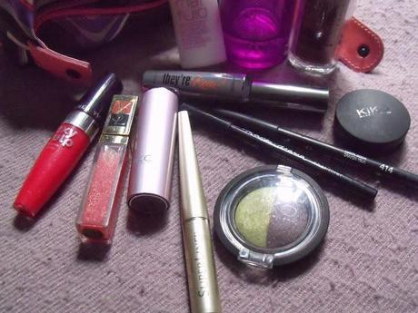 WHAT'S IN MY BEAUTY CASE?