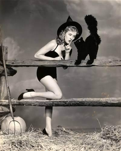 Vintage-Halloween-Witch-Joyce-Holden via moicani_fr
