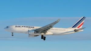 Il gruppo Air France-Klm ha azzerato il valore delle azioni detenute di Alitalia, mentre si allontana la sottoscrizione dell'aumento di capitale.
