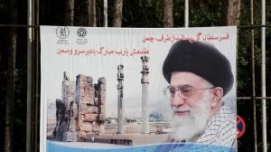 Khamenei critica negoziati e attacca Israele