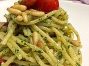 Spaghetti pesto prezzemolo, pinoli, limone colatura alici