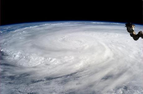 Tifone Haiyan visto dallo spazio