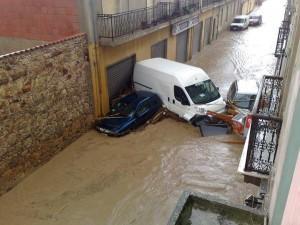 La Sardegna si indigna: aprono la diga ed un'onda d'acqua di due metri arriva ad Olbia