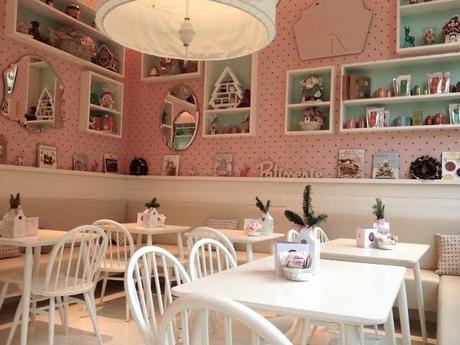 un luogo di incontro per ragazze di parigi