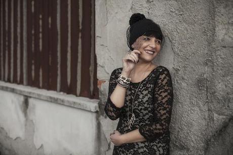 Smilingischic, Sandra Bacci, fashionblog, the way to happiness, happy, outfit, pizzo, black and camel, romantic style, cappello di lana con veletta,