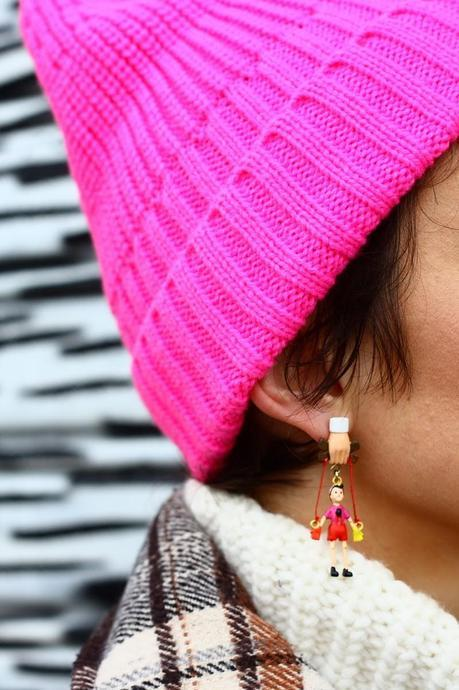 Pinocchio earrings and a fluo beanie