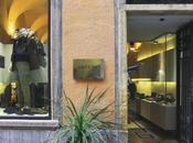 Finale Ligure: Arturo spazio vetrina l'aeroporto Villanova d'Albenga
