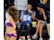 Rihanna vedere partita fratello (foto)