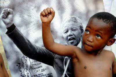 STORIA DI UNA VITA FRAGILE E (PRE)POTENTE: RICORDANDO NELSON MANDELA
