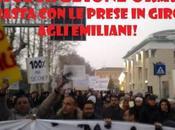 Terremoto: Mirandola tantissimi protesta avere ricostruzione Emilia (foto)