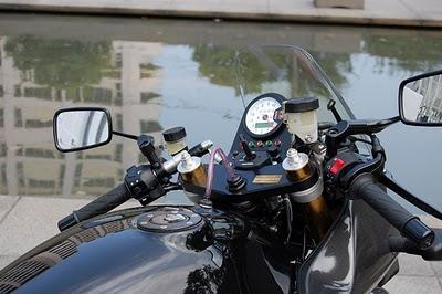 Suzuki gsx 1400 s by unicorn japan paperblog for Garage ad buc