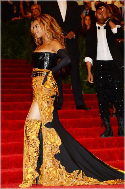 Beyonce Knowles attends the 2013 Met Gala solo7