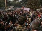 India, impedito funerale pubblico della giovane bruciata. Scatta protesta