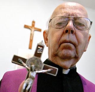 Recensione: Memorie di un esorcista (Padre Amorth)Padre Amorth