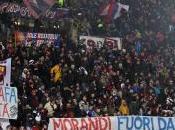 Bologna, tifosi contro Gianni Morandi
