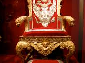 Esclusivo Scomparsa sedia presidenziale dismessa Giorgio Napolitano, ritrovato misteriosissimo volantino rivendicazione. Polizia indaga spulcia nastri della telecamera sorveglianza…