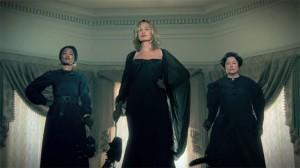 Jessica Lange, Angela Bassett e Kathy Bates in una locandina della serie tv