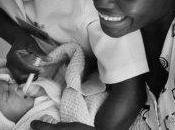 Valentino: baci l'Africa