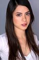 Rosa Salazar Parenthood nella commedia Lowe