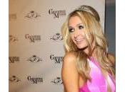 Paris Hilton compie anni veste principessa Disney (foto)