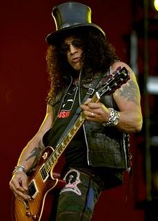 Slash - Si scontra con Glee attraverso la stampa