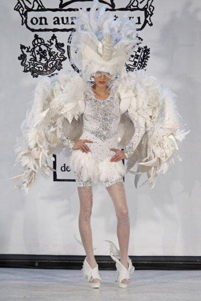 "Lady Gaga commissiona un vestito a ""On Aura Tout Vu"""