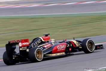 Pastor Maldonado (Lotus) on track with P Zero White medium tyres