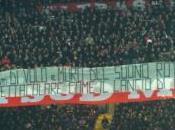 striscione scritto idioti sulla tragedia Superga un'indecenza Mazzola perso testa, andato oltre.