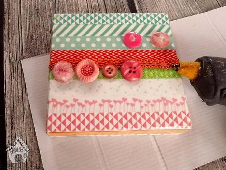 Tutorial come rivestire una scatola con washi tape for Rivestire una scatola