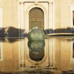 Sulla collina del Pincio, accanto a Trinità dei Monti si trova Villa Medici. I giardini della villa sono un museo a cielo aperto e l'Accademia di Francia ospitata qui, organizza eventi e festival.