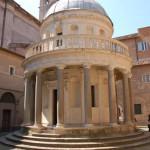 Il Tempietto di San Pietro in Montorio detto anche Tempio del Bramante si trova sul Gianicolo ed è una piccola Chiesa dalle forme classiche e una perfetta simmetria