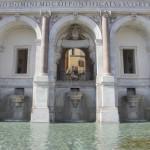 E' la parte terminale dell'acquedotto dell'acqua Paola, un grande monumento barocco sulla sommità del Gianicolo.