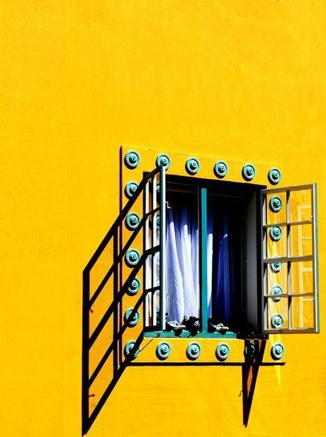 yellow-home-travel