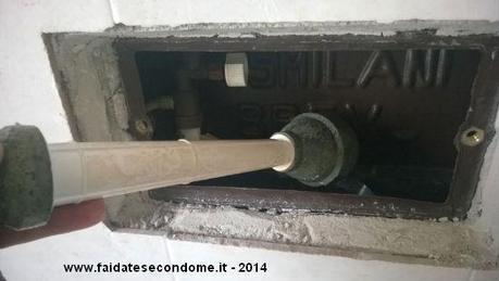 Scarico del water che perde come riparare la perdit d for Tubo di scarico del riscaldatore dell acqua