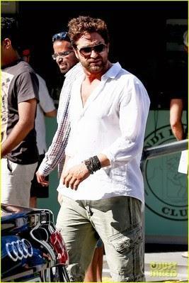 foto ufficiali da7c7 848bc Le regole per portare la camicia fuori dai pantaloni ...