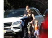 Guerra pararazzi: Hillary Duff chiama polizia, Emma Roberts copre volto