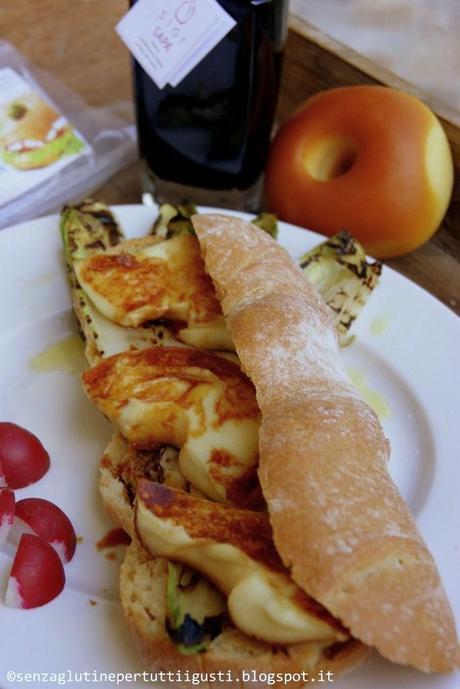 Baguette Panito senza glutine e senza lattosio farcita con Indivia belga e donuts di scamorza affumicata alla Sapa