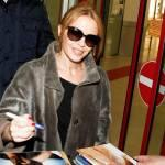 Kylie Minogue firma autografi ai fan a Berlino (foto)