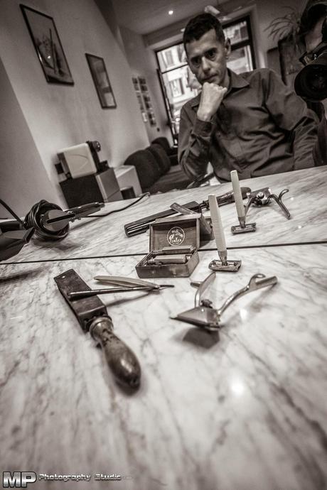 Tra vecchi rasoi la sincerit di un artigiano del capello for Vecchi piani di casa artigiano