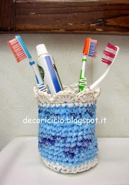 Porta spazzolini all 39 uncinetto con sacchetti di plastica - Porta sacchetti plastica ...
