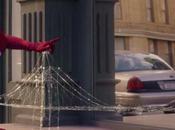 Spot Evian: adorabile baby Spider balla break dance