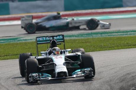 Lewis-Hamilton_GPMalesia2014 (10)