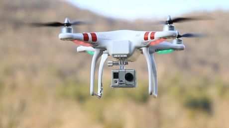 DJI Phantom with GoPro HERO Tutto sui Droni: Come funzionano, quali sono i migliori Droni in circolazione, usi e regolamentazione