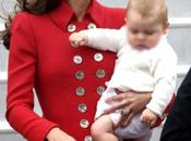 Kate Middleton sexy rosso Nuova Zelanda, incidente alla Marylin Regina trema